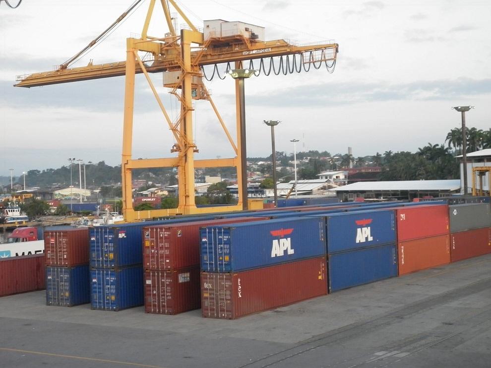 El colapso de los puertos se agrava y pone en peligro la Navidad y el Black Friday
